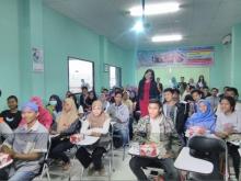 Mojang Jawa Barat 2015 Jadi Pembicara Seminar Pd Dan Komunikasi Di Kampus Cikarang